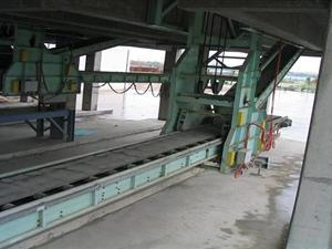 Bagged material loading machine